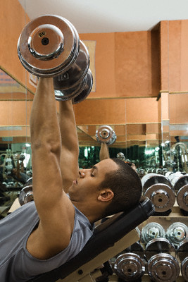 Man Exercising in Health Club --- Image by © Corbis