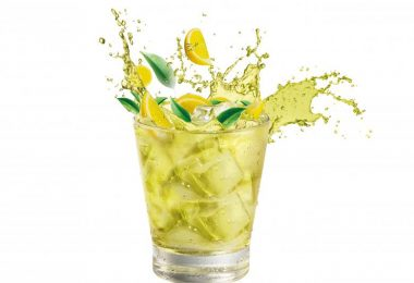 beneficios del agua con limon